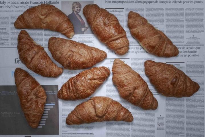 Francijā par nabadzīgu tiek atzīts cilvēks, kura vienas dienas ienākums ir 7,68 dolāri. Par šo naudu var nopirkt 10 kruasānus, vai ceptu vistu, vai 13 austeres, vai 9 baklažānus.