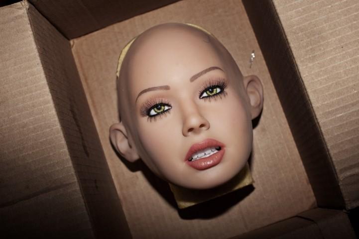 """Visbiežāk tādām lellēm komplektā ir vairākas sejas, lai būtu iespējams mainīt to """"garastāvokli"""""""