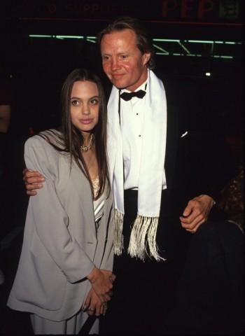 Andželīna Džolija ar tēvu 1990.gadā