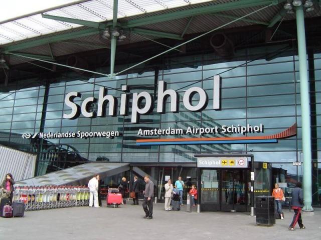 4. vieta - Amsterdamas Šipholas lidosta (Amsterdam Schiphol Airport (AMS)) -- Pasažieru skaits gadā: 52,6 miljoni
