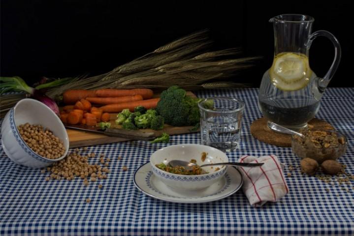"""Aktrise Gvineta Paltrova: """"Detox diēta"""": burkāni, brokoļi, sīpoli, zirņi, lēcu un riekstu pastēte, ūdens istabas temperatūrā ar citronu un/vai zaļā tēja"""
