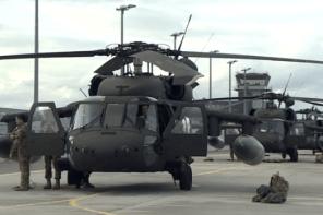 ASV palielina karavīru skaitu Latvijā un nosūta sešus helikopterus