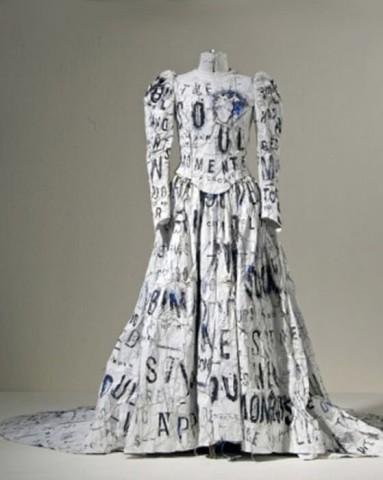 Kāzu kleita no papīra