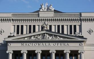 parlaments maina operas nosaukumu