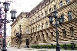 Pat Albānija atver čekas maisus; Latvijas čekisti vēl aizvien kontrolē situāciju