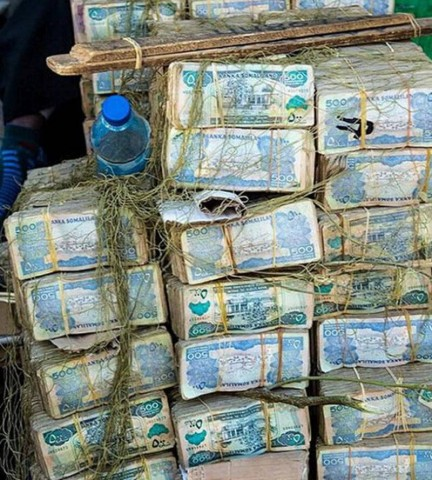 Neoficiālais valūtas maiņas kurss ir 9 000 Somālijas šiliņu pret 1 dolāru.