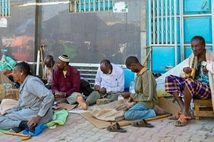 Taču neraugoties uz milzīgajiem banknošu kalniem, Somālija aizvien vēl ir viena no pašām nabadzīgākajām valstīm Āfrikas kontinentā, pat visā pasaulē…