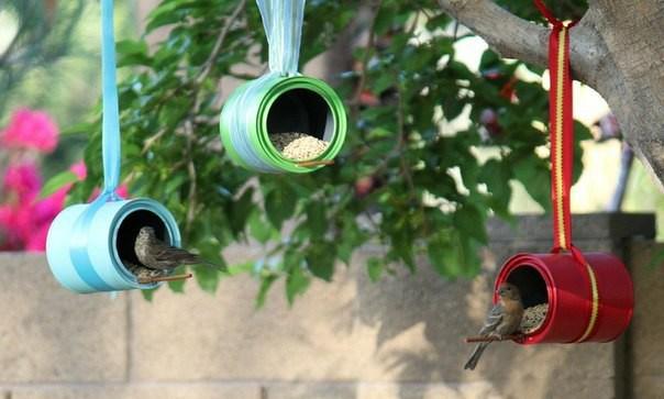 Putnu barotavas no krāsas bundžām