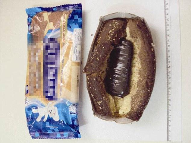 Tālrunis maizes klaipā. Pārāk uzkrītoši, jo tieši maizē agrāk tika slēptas vīles, ar kurām zāģēt restes. Apsardzei vien jāpaspaida klaips, lai viss kļūtu skaidrs...