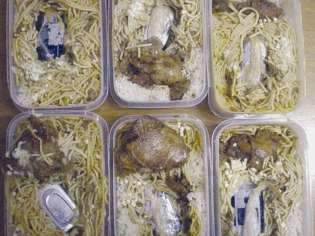 Oriģināls ēdiens: makaroni ar vistu un telefonu mērcē. Sērijveida piegāde!