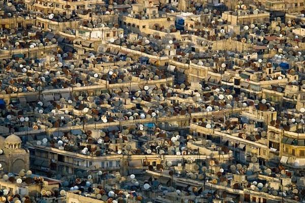 Patērētāju paaudze: antenu okeāns uz māju jumtiem vienā no pašām senākajām pilsētām pasaulē – Alepo, Sīrija