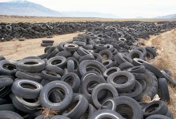 Autoriepu kapsēta tuksnesī Nevadas štatā, ASV