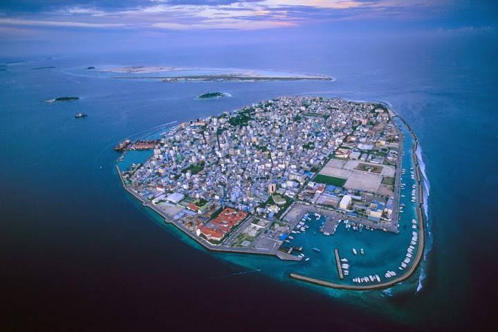 Okeāna līmenis ceļas, un Maldīvu salām draud pazušana zem ūdens.