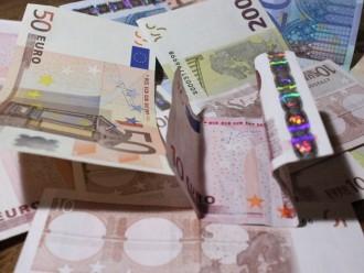 Valsts pārvaldē šķērdē naudu