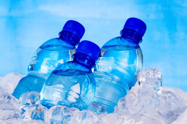 IETEICAMS: Minerālūdens (remdē slāpes, vēlams iedzert 2 – 3 lielus malkus ik pa 15 minūtēm)
