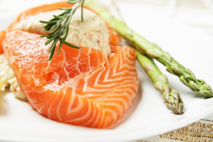 """IETEICAMS: Liesas zivis un putnu gaļa (satur daudz olbaltumvielu, vēlams ar to aizstāt """"smago"""" gaļu)"""