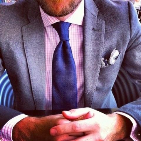 Kaklasaitei vienmēr ir jābūt tumšākai par kreklu.