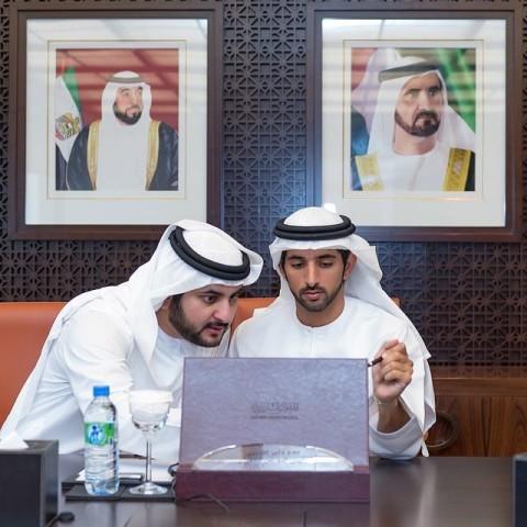 Šeihs Hamdans ir Dubajas pilsētas padomes  priekšsēdētājs, Dubajas emirāta sporta komitejas vadītājs, Dubajas autisma pētīšanas centra un jauniešu uzņēmējdarbības veicināšanas līgas aizbildnis
