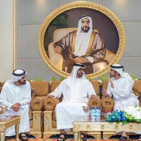 Dubajas prinča, Saūda Arābijas šeiha Hamdana bin Mohameda bin Rašida al Maktuma (32) bankas kontā ir 18 miljardu dolāru (viņš ir vecākais no Dubaijas absolūtā monarha Mohameda vismaz 21 bērnu pulciņa).