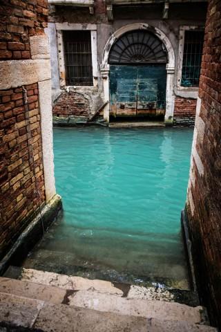 Tirkīza kanāls, Venēcija, Itālija Arī Venēciju rotā pamestas un aizmirstībā grimstošas vietas.
