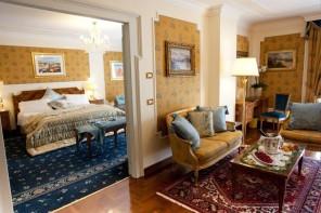 Bēgļu pavadītājiem par viesnīcām maksās 150 un pat 220 eiro par nakti