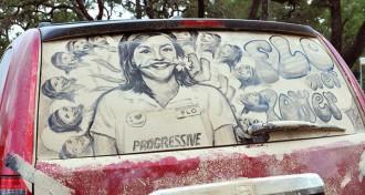 netīra automašīna kā glezna