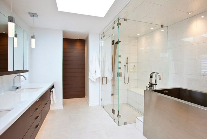 """PĒC remonta: arhitekts """"nošņāpa"""" 40 cm no guļamistabas un tualetes podu pārcēla uz otru telpas galu"""