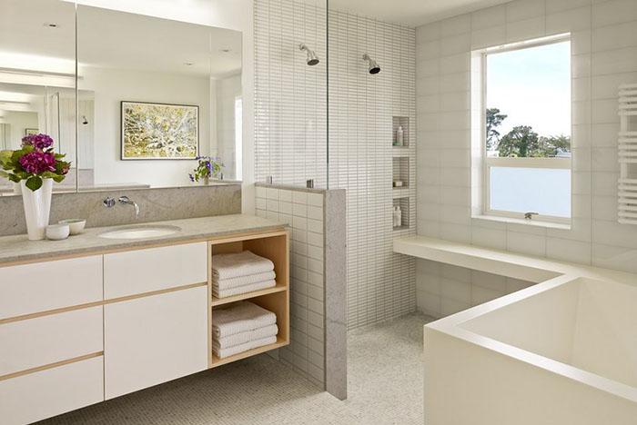 PĒC: nojaukta nelietderīgā terase, tā paplašinot vannas telpu