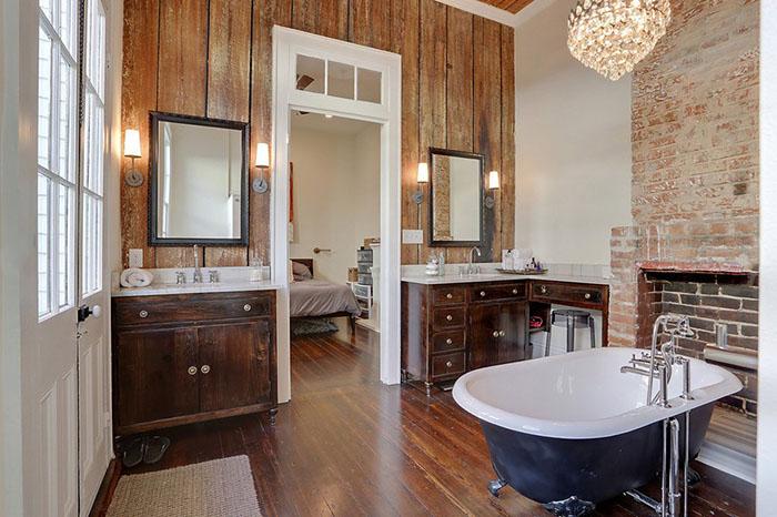 PĒC remonta telpa pārtapusi vannasistabā ar koka grīdu