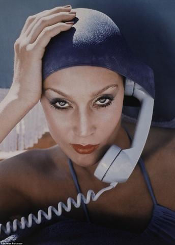 Modele Džerija Holla pozē žurnālam Vogue britu izdevumam