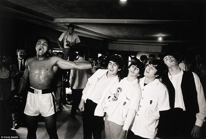 Muhameds Ali vs The Beatles (1963). Fotogrāfs: Kriss Smits (Chris Smith). Orientējošā sākumcena: 7 000 sterliņu mārciņas