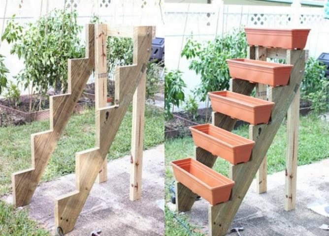 Oriģināla un pārvietojama puķudobe ar kastēm uzmontēta uz koka karkasa