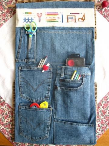 Lai bērnistabā zīmuļi nemētātos pa grīdu un pagultē, pagatavojiet tiem glabātuvi no vecajiem džinsiem