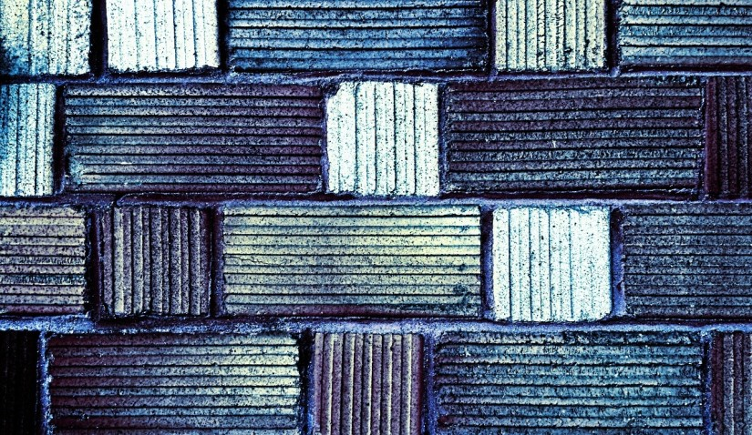 Vecie džinsi, pārtapuši par superizturīgu paklājiņu priekšnamā, saudzēs grīdu