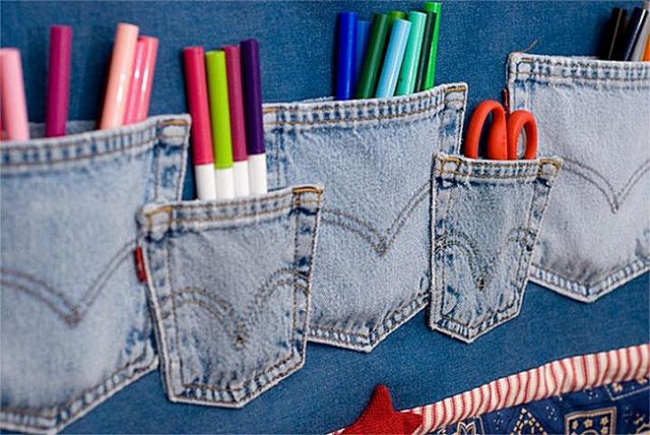 """Ja no džinsiem """"dzīvas"""" palikušas vienīgi kabatas, tās var sašūt kopā un kalpot kā rakstāmpiederumu turētājs"""