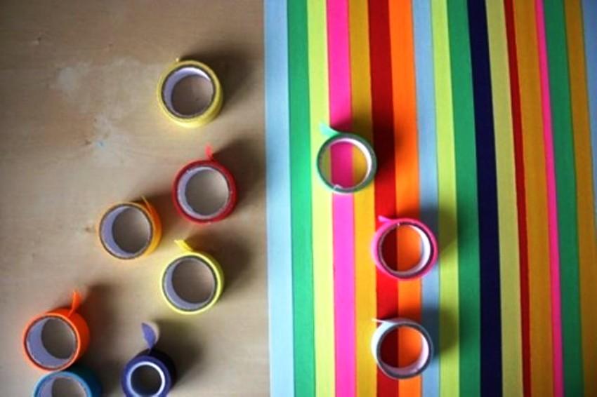 """Nobružātu galda virsmu var atjaunot, uzlīmējot dažādas krāsas līmlentu jeb """"skoču"""""""