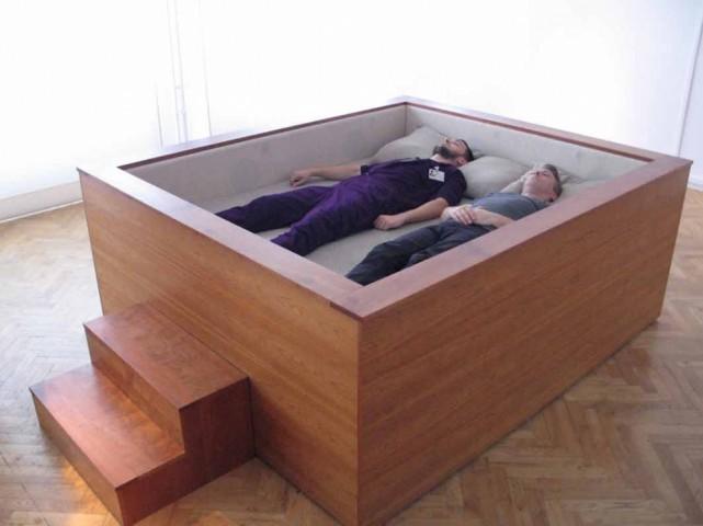 No šādas gultas izkrist būs diezgan grūti, ja ne neiespējami