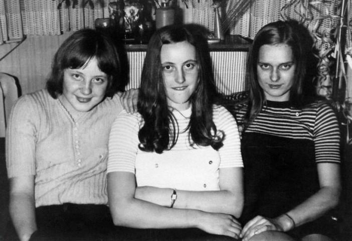 Angela 18 gadu vecumā, ar draudzenēm sagaidot Jauno gadu (1972/73)  Berlīne