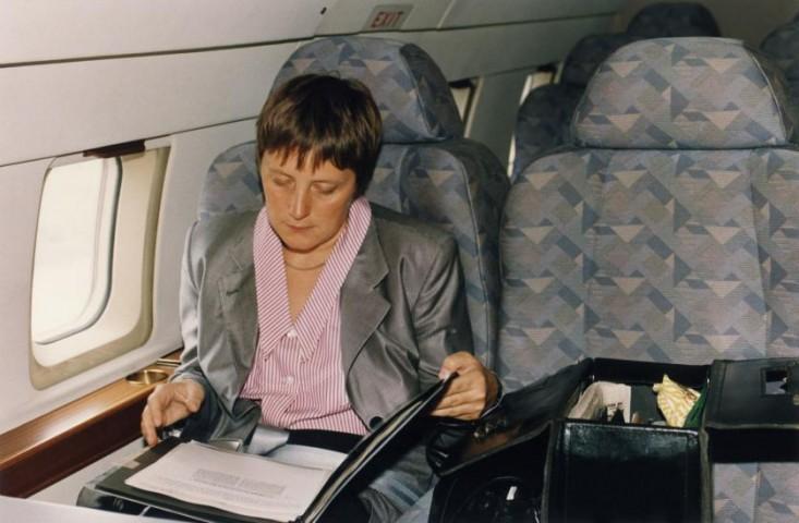 Federālā ministre sieviešu un jaunatnes jautājumos Angela Merkele lidmašīnā, 1991. gads