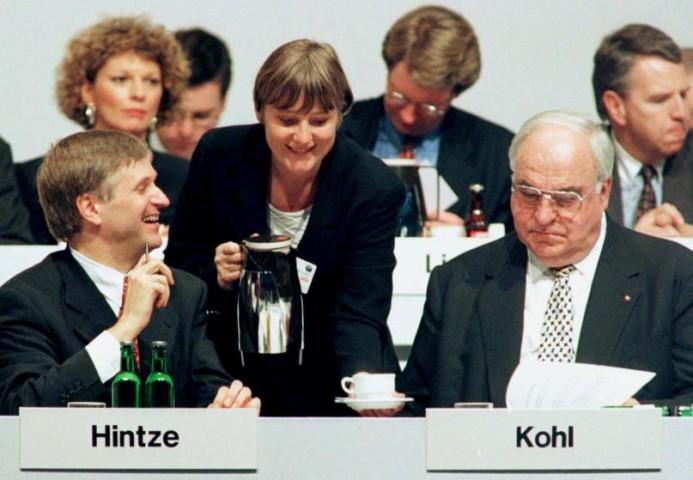 Vides ministre Angela Merkele, Helmuts Kols un Peters Hintze Kristīgo demokrātu savienības kongresā