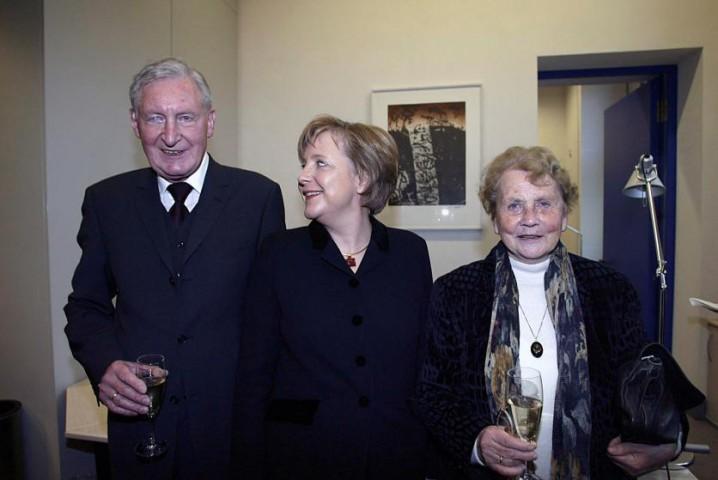 Angela Merkele ar vecākiem Reihstāgā, Berlīnē, 2005.gada 22.novembrī