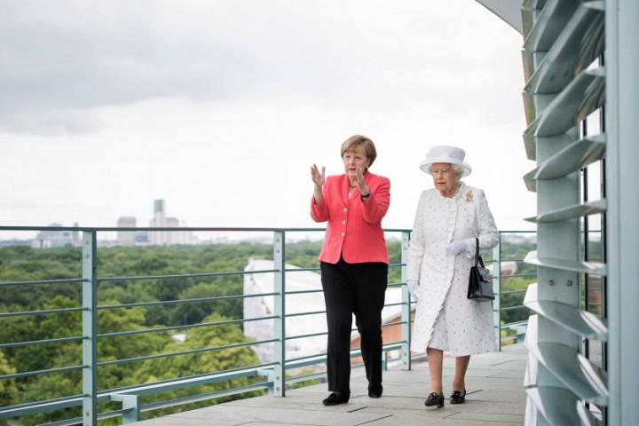 Angela Merkele Anglijas karalienes Elizabetes II vizītes laikā Vācijā 2015.gada 24.jūnijā, Berlīne