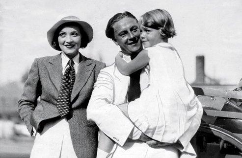 Ar pirmo vīru, Rūdolfu Zīberu un meitu