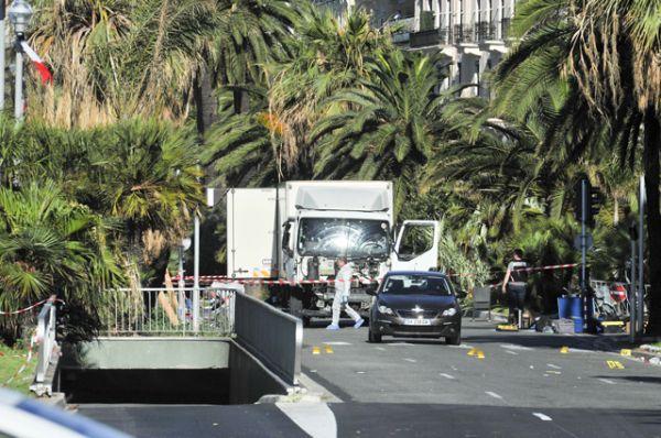 Kravas mašīna brauca ar ātrumu 60-70 km/h. Pirms tika apturēts, auto nobrauca vēl 2 km, savā ceļā nogalinot cilvēkus, kas svinēja svētkus