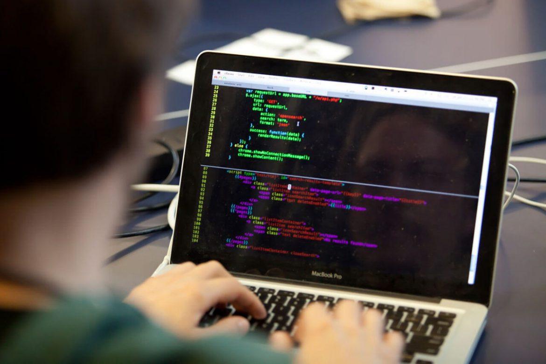 Valmierā noskaidro Latvijas talantīgākos jaunos programmētājus