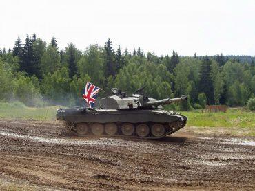 Lielbritānija sūtīs tankus