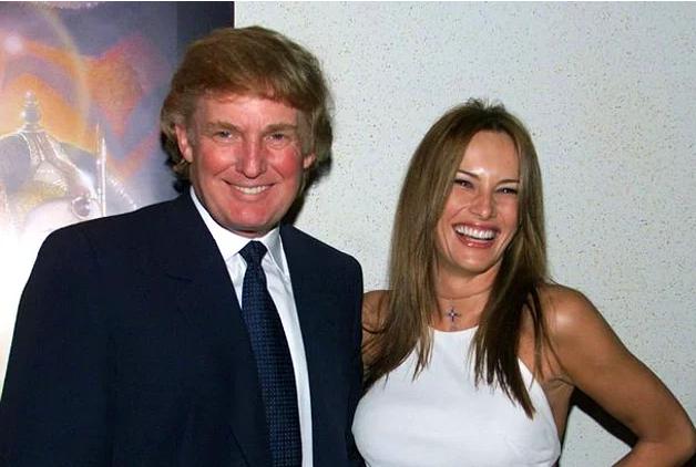 4. Drīz vien Melānija saņēma piedāvājumu strādāt Ņujorkā. Tur viņa iepazinās ar savu nākamo vīru Donaldu Trampu.
