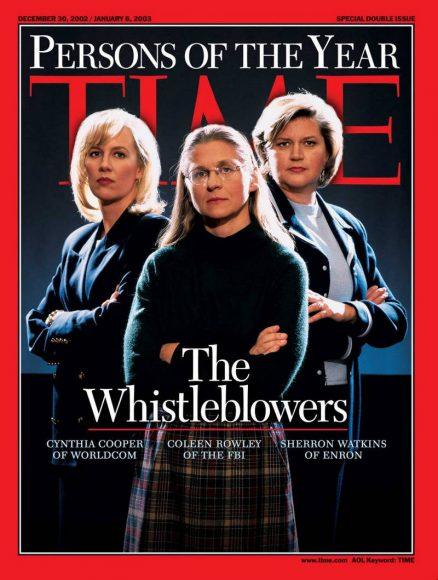 2002.gads- Atmaskotājas: Sintija Kūpere, Kolīna Roulija un Šērona Votkinsa