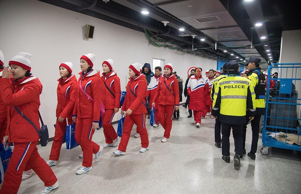 olimpiades-koloritas-karsejmeitenes-no-ziemelkorejas-kas-vinas-ir-09