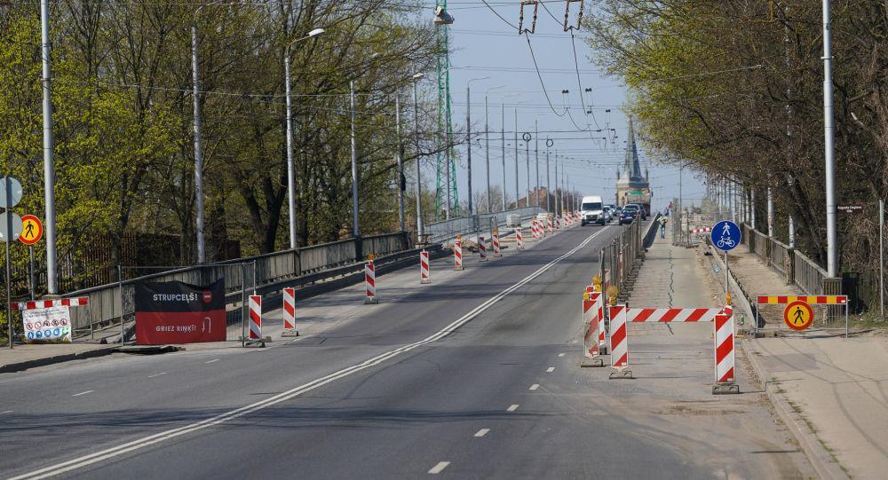 Deglava tilts